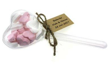 Bedankjes hartje op steel met roze wit pepermunthartjes