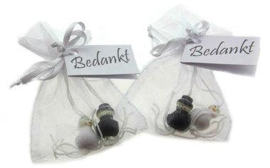 Huwelijksbedankje Organza zakje met geluksbruidspaar